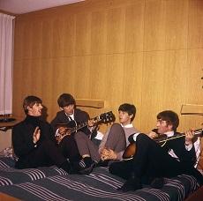 Die Beatles im Hotelzimmer